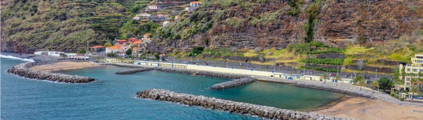 Properties in Calheta